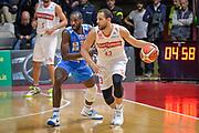 DESCRIZIONE : Varese Lega A 2015-16 Openjobmetis Varese Dinamo Banco di Sardegna Sassari<br /> GIOCATORE : Mychel Thompson<br /> CATEGORIA : Palleggio Controcampo<br /> SQUADRA : Openjobmetis Varese<br /> EVENTO : Campionato Lega A 2015-2016<br /> GARA : Openjobmetis Varese - Dinamo Banco di Sardegna Sassari<br /> DATA : 27/10/2015<br /> SPORT : Pallacanestro<br /> AUTORE : Agenzia Ciamillo-Castoria/M.Ozbot<br /> Galleria : Lega Basket A 2015-2016 <br /> Fotonotizia: Varese Lega A 2015-16 Openjobmetis Varese - Dinamo Banco di Sardegna Sassari