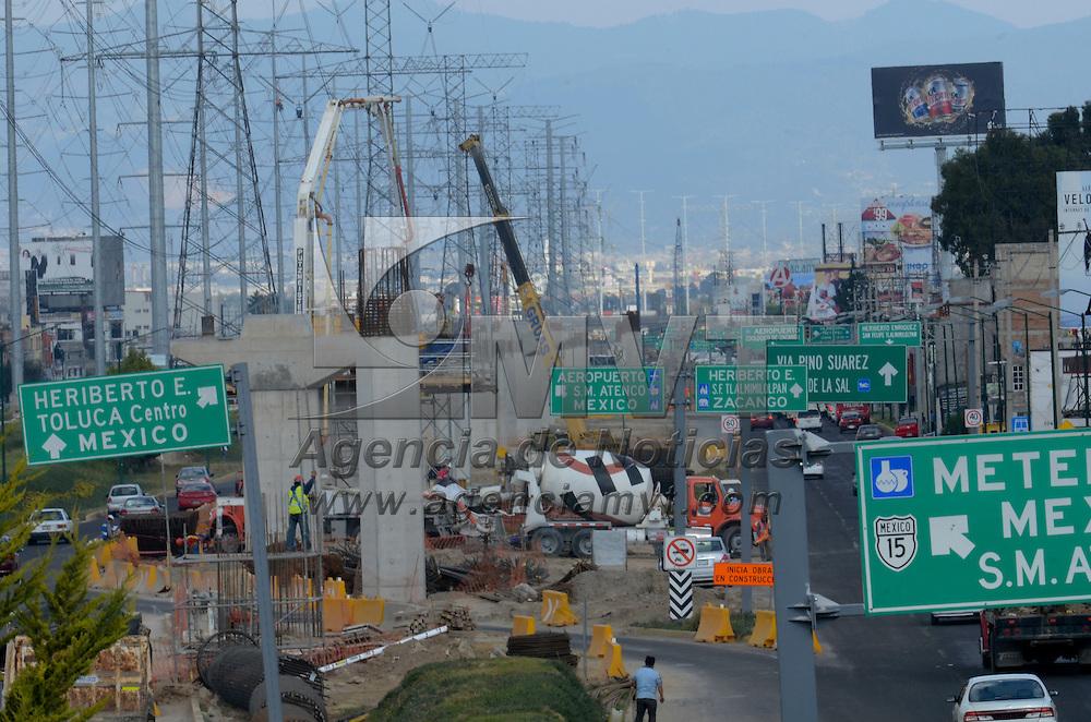 Toluca, México.- Aspectos del avance de los trabajos de la construcción elevada que soportará al tren interurbano que recorrera desde el municipio de Zinancatepec al Distrito Federal. Agencia MVT / Arturo Hernández.