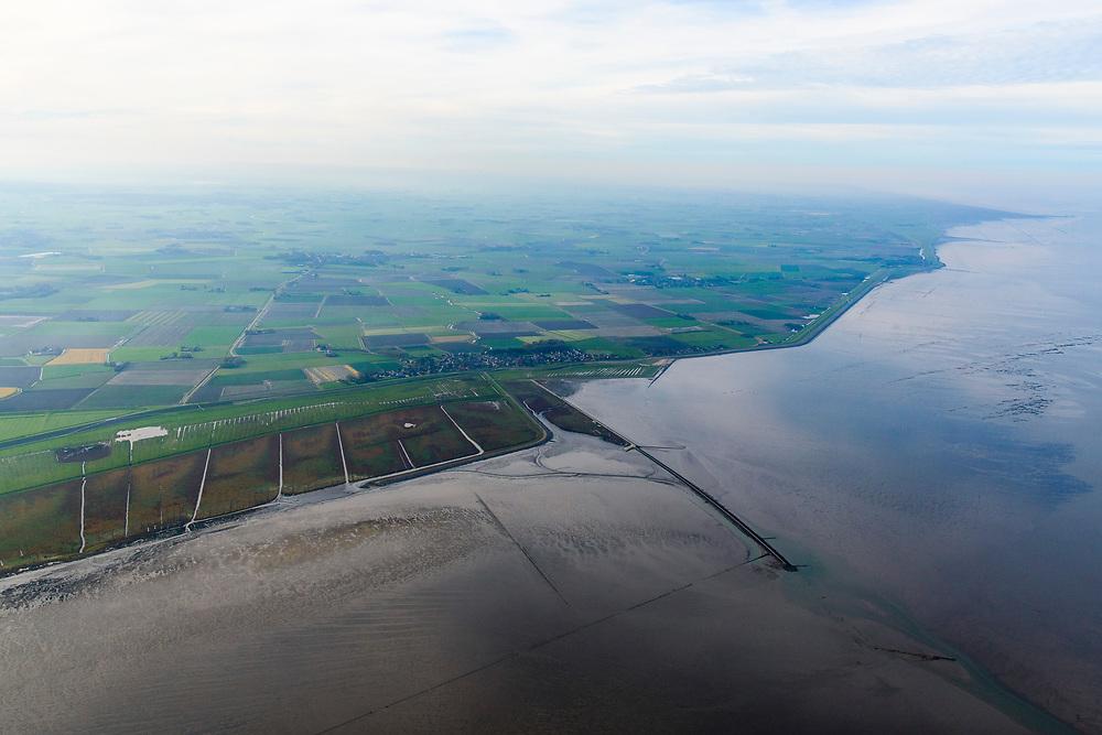 Nederland, Friesland, Gemeente Dongeradeel, 04-11-2018; Paesens-Moddergat met Peazemerlannen, kweldergebied grenzend aan het Wierumerwad en de Waddenzeee. Het natuurgebied is in beheer bij It Fryske Gea. <br /> The village Paesens and Peazemerlannen, summer polder and salt marshes bordering the Wierumerwad and Waddenzeee<br /> luchtfoto (toeslag op standaard tarieven);<br /> aerial photo (additional fee required);<br /> copyright © foto/photo Siebe Swart