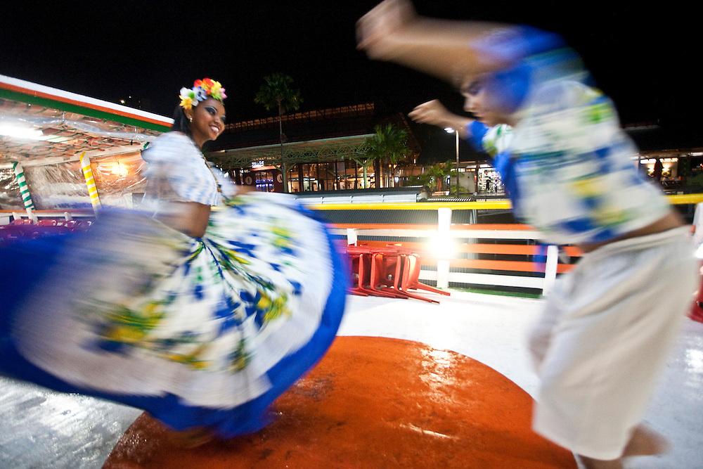Belem_PA, Brasil..Na foto danca tipica Carimbo na Estacao das Docas em Belem, Para...In the photo typical dance Carimbo at Estacao das Docas in Belem, Para...Foto: JOAO MARCOS ROSA / NITRO..Foto: JOAO MARCOS ROSA / NITRO