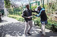 06052015. Champigny et Paris. Sekou Vie quotidienne chez lui et à Paris. Hopital debre avec sa belle soeur qui vient d'accoucher. Café Culture rapide avec Elise.