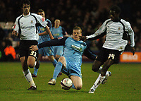 Photo: Tony Oudot/Sportsbeat Images.<br /> Luton Town v Southend United. Coca Cola League 1. 24/11/2007.<br /> Nick Bailey of Southend beats Marc Wilson and Anthony Grant of Luton to the ball