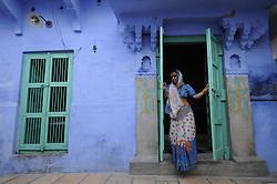 Street shooting in Jodhpur in India's Rajasthan Thar desert. (Photo by Ami Vitale)