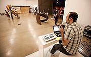 """Nova Lima, 30 de abril de 2011..Caminho das Artes . Teatro em Movimento..Quik Cia de Dança apresenta""""Ressonancias"""", na Galeria de Lemos de Sa, no Jardim Canada...Foto: Bruno Magalhaes / Nitro"""