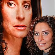 NLD/Amsterdam/20110926 -Onthulling foto's van Nederlandse acteurs in het DelaMar theater, Pia Douwes