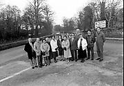 Concerned Port Road residents including Michael Moynihan in 1987.<br /> Now & Then - MacMONAGLE photo archives.<br /> Picture by Don MacMonagle -macmonagle.com<br /> Facebook - @killarneynowandthen