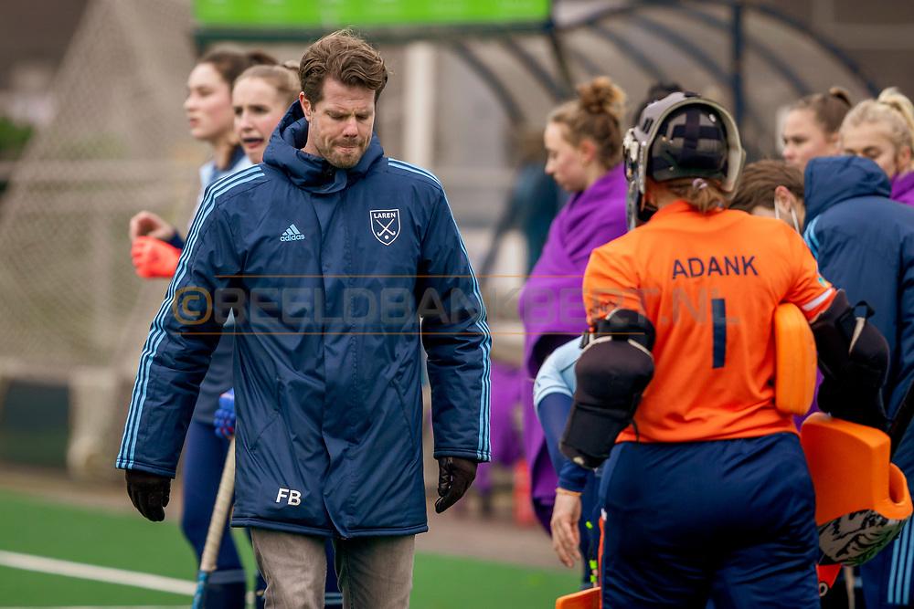 LAREN -  Hockey Hoofdklasse Dames: Laren v Pinoké, seizoen 2020-2021. Foto: Trainer Frank Balvers (Laren)