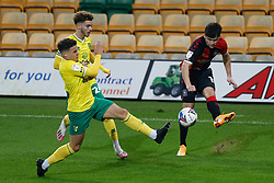 Ryan Giles of Coventry City crosses the ball - Mandatory by-line: Phil Chaplin/JMP - 28/11/2020 - FOOTBALL - Carrow Road - Norwich, England - Norwich City v Coventry City - Sky Bet Championship