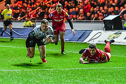 Toulon's Chris Ashton scores his sides second try<br /> <br /> Photographer Craig Thomas/Replay Images<br /> <br /> European Rugby Champions Cup Round 5 - Scarlets v Toulon - Saturday 20th January 2018 - Parc Y Scarlets - Llanelli<br /> <br /> World Copyright © Replay Images . All rights reserved. info@replayimages.co.uk - http://replayimages.co.uk