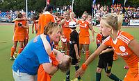 WATERLOO (Belgie) - Vreugde bij bondscoach Alyson Annan (l) en Lauren Stam  na de EK finale hockey -21 tussen de vrouwen van Nederland en Duitsland (2-0). FOTO KOEN SUYK