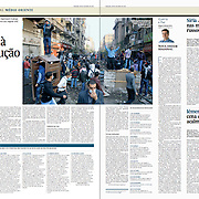 """Tearsheet (Feature story) of """"Egipto volta a revolucao"""" published in Expresso"""