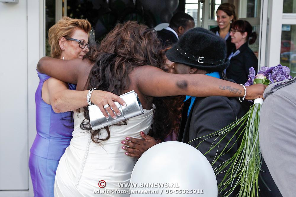 NLD/Amsterdam/20120721 - Huwelijk Berget Lewis en Sebastiaan van Rooijen, Berget met haar moeder en zus