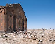 Cathédrale d'Ani. Ani (en arménien Անի) est située dans la province turque de Kars, juste au sud de la frontière arménienne. Elle se trouve près de la ville d'Ocaklı et de l'Akhourian, un affluent de l'Araxe, qui forme la frontière entre l'Arménie et la Turquie. Aujourd'hui en ruine, la ville fut la capitale de l'Arménie vers l'an mille, et elle est d'ailleurs surnommée « Capitale de l'an mille » et la « ville aux mille et une églises ». Turquie, 2014