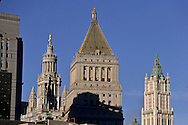New York. municipality  buildings  art deco in lower Manhattan and the Woolworth building New york  USa /   le bas de la ville les buildings art deco de la mairie de  Manhattan  et le Woolworth building, New york  Usa