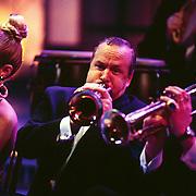 Sterrenplaybackshow 1998, Mijnheer John speelt trompet