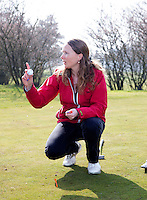 VOORTHUIZEN - Christine Saxton (NGF) tijdens opleiding Regelcommissaris (clubreferee)  van de NGF (Nederlandse Golf Federatie). FOTO KOEN SUYK