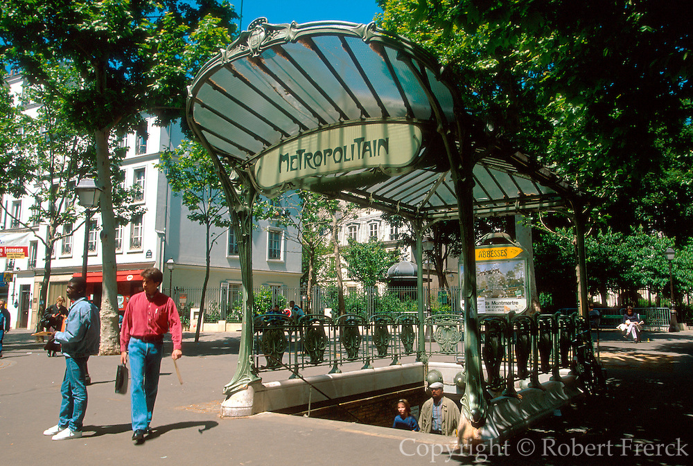 FRANCE, PARIS, MONTMARTRE Place des Abbesses, the best remaining Guimard Art Nouveau metro entrance