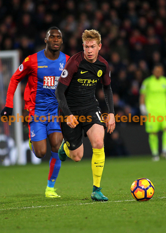 Kevin De Bruyne advances with the ball during the Premier League match between Crystal Palace and Manchester City at Selhurst Park in London. Novemeber 19, 2016.<br /> Jack Beard / Telephoto Images<br /> +44 7967 642437