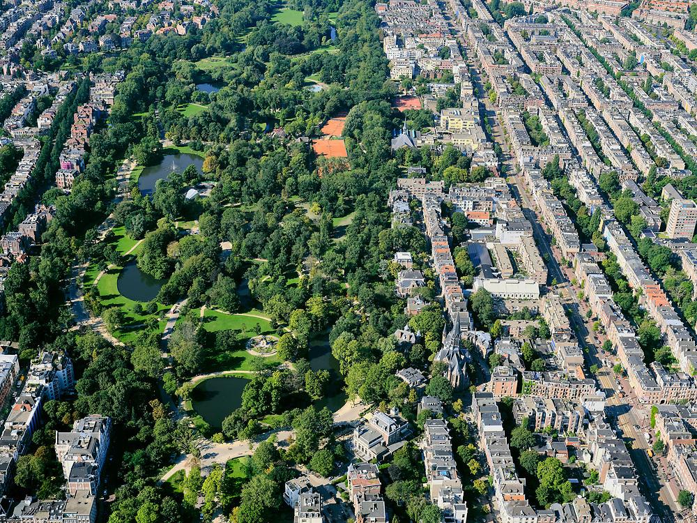 Nederland, Noord-Holland, Amsterdam, 02-09-2020; overzicht Vondelpark met tennisvelden (Kattenlaan en Festina). Vondelkerk. Rechts Oud-West met de Overtoom.<br /> Overview Vondelpark with tennis courts (Kattenlaan and Festina). Oud-West with the Overtoom.<br /> <br /> luchtfoto (toeslag op standard tarieven);<br /> aerial photo (additional fee required);<br /> copyright foto/photo Siebe Swart