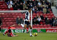 Photo: Andrew Unwin.<br /> Middlesbrough v Tottenham Hotspur. The Barclays Premiership. 18/12/2005.<br /> Tottenham's Jermaine Jenas (C) looks to avoid Middlesbrough's Doriva (L).