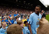 Fotball<br /> England 2004/2005<br /> Foto: SBI/Digitalsport<br /> NORWAY ONLY<br /> <br /> Lucas Radebe Testimonial, Leeds United XI v International XI, 02/05/2005.<br /> <br /> Lucas Radebe arrives for the game.