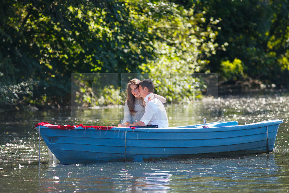 © Licensed to London News Pictures. 15/08/2016. London, UK. A couple enjoys hot weather and sunshine on a boat in Regent's Park, London on Monday, 15 August 2016. Photo credit: Tolga Akmen/LNP