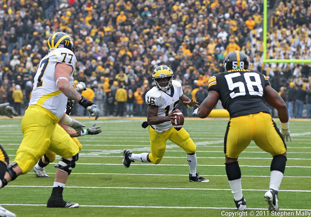 November 05, 2011: Michigan Wolverines quarterback Denard Robinson (16) looks for a receiver open in the end zone during the second half of the NCAA football game between the Michigan Wolverines and the Iowa Hawkeyes at Kinnick Stadium in Iowa City, Iowa on Saturday, November 5, 2011. Iowa defeated Michigan 24-16.