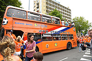 Aankomst  bij de openingswedstrijd van WEURO2017, het EK voetbal vrouwen gehouden in de Stadion Galgenwaard Utrecht<br /> <br /> Op de foto:  Oranje mars door Utrecht