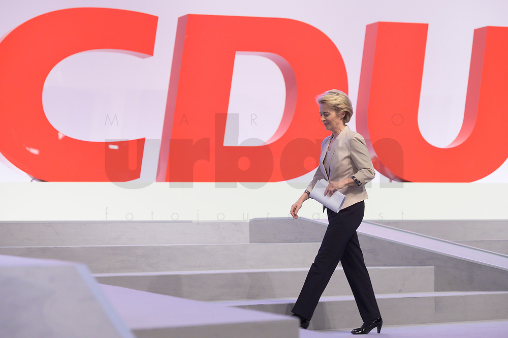 22 NOV 2019, LEIPZIG/GERMANY:<br /> Ursula von der Leyen, CDU, gewaehlte Praesidentin der Europaeischen Kommission, auf dem Weg zum Redepult, CDU Bundesparteitag, CCL Leipzig<br /> IMAGE: 20191122-01-053<br /> KEYWORDS: Parteitag, party congress