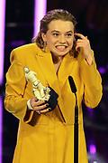 """Wedler Luna, Preisträgerin für """"Beste Nachwuchsdarstellerin"""" im Drama """"Dem Horizont so nah"""". Verleihung 41. Bayerischer Filmpreis 2019 am 17.01.2020 im Prinzregententheater München."""