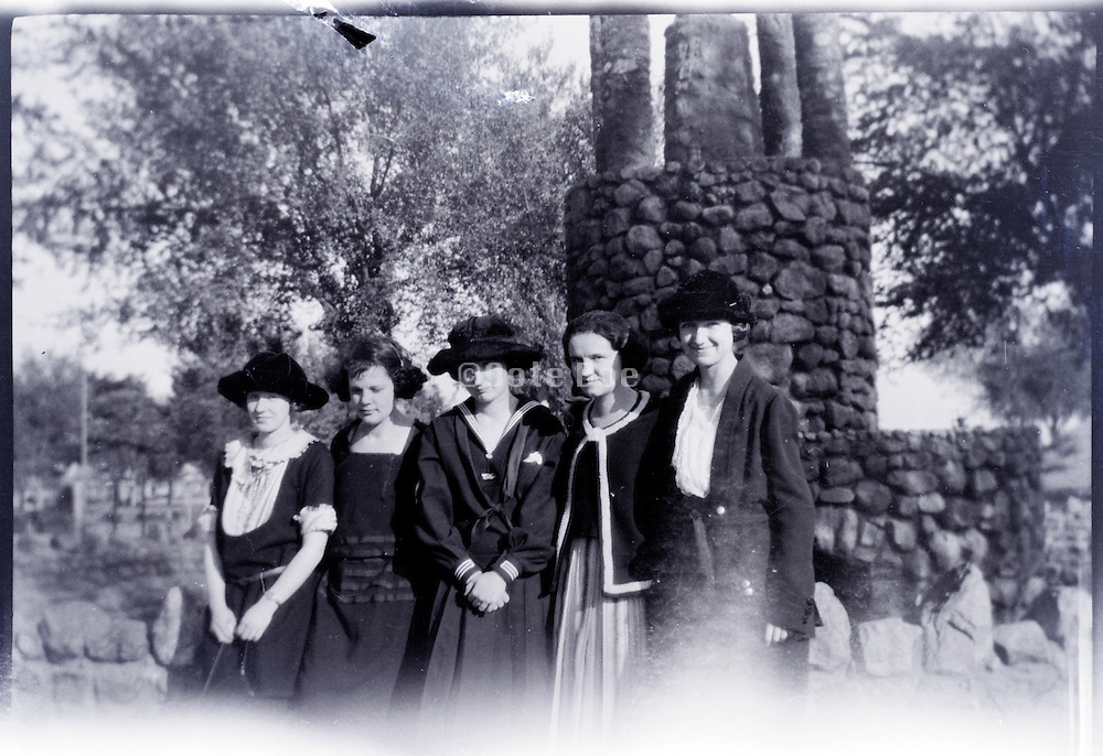 group of fashionable dressed adult girls together USA 1920s