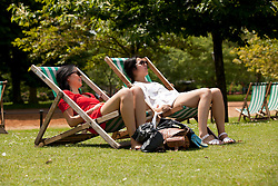 © under license to London News Pictures. 25/06/12. London, UK. Londoners enjoy the sun in Hyde Park today as temperatures rise as high as 25 degrees celsius after forecasts predict storms today and more rain...ALEX CHRISTOFIDES/LNP