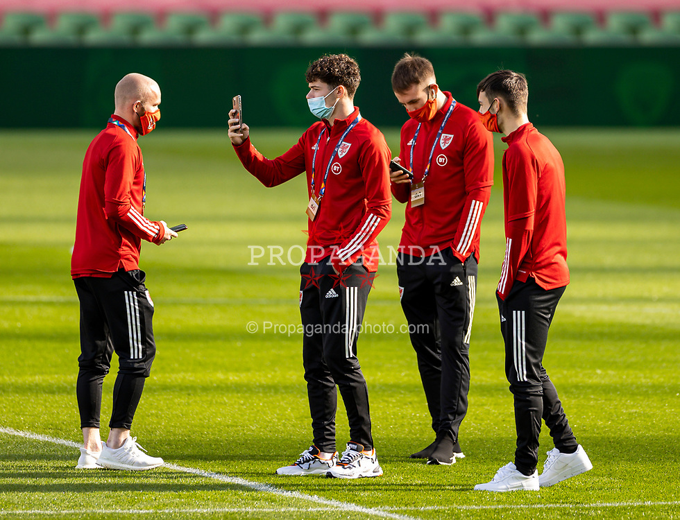 DUBLIN, REPUBLIC OF IRELAND - Sunday, October 11, 2020: Wales' Neco Williams (2nd from L) before the UEFA Nations League Group Stage League B Group 4 match between Republic of Ireland and Wales at the Aviva Stadium. The game ended in a 0-0 draw. (Pic by David Rawcliffe/Propaganda)