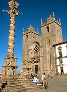 PORTUGAL, DOURO, PORTO The Se or Cathedral, Romanesque