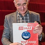 NLD/Hilversum/20191112 - Boekpresentatie Top 2000, Frits Spits met het boek 20 jaar top 2000