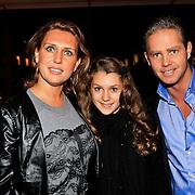 NLD/Hoorn/20101101- Premiere Je Anne, Danny de Munk en partner Jenny Sluyter en dochter Bo