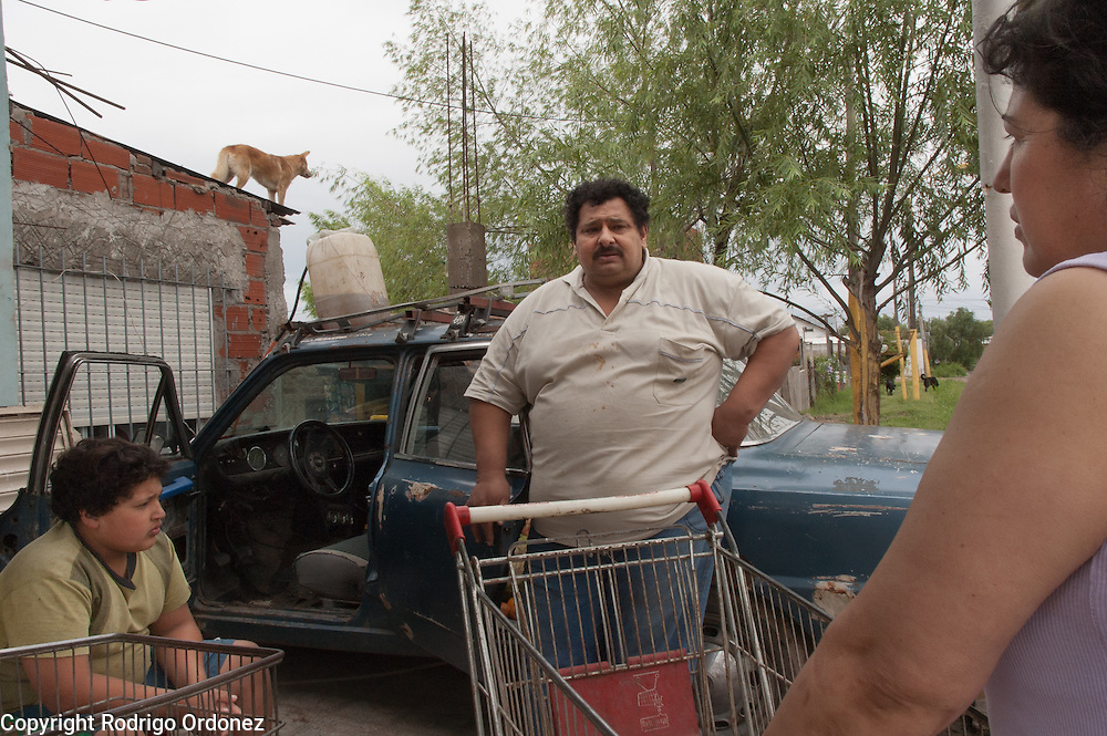 Simón Areco (center) and his wife Mari Carmen Espinola (right) are Paraguayan and run a grocery shop in Ocho de Mayo.<br /> About 65 percent of the population of Ocho de Mayo is from Paraguay.