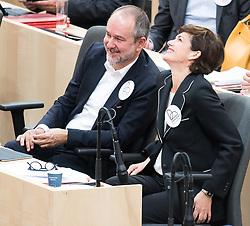 """24.04.2019, Hofburg, Wien, AUT, Parlament, Nationalratssitzung, Sitzung des Nationalrates mit Aktuellen Stunde der Neos mit dem Titel """"Diese Regierung hat keine Ahnung vom Internet"""", im Bild Nationalratsabgeordneter und SPÖ-Bundesgeschäftsführer Thomas Drozda und SPÖ-Klubobfrau Pamela Rendi-Wagner // Member of the Naitonal Council Thomas Drozda (SPOe) and Party whip of the Austrian Social Democratic Party (SPOe) Pamela Rendi-Wagner during meeting of the National Council of austria due to the topic """"Internet"""" at Hofburg palace in Vienna, Austria on 2019/04/24, EXPA Pictures © 2019, PhotoCredit: EXPA/ Michael Gruber"""