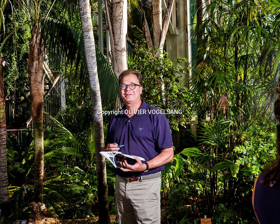 """Genève, juillet 2019. Didier Roguet est le conservateur du Jardin botanique de Genève. Il vient de publier un album """"Symboles et sentiments, secrets de plantes"""" qui traite de la place des plantes dans l'histoire et la culture ainsi que les émotions qu'elles suscitent. Une exposition au jardin botanique est consacrée au même thème. © Olivier Vogelsang"""