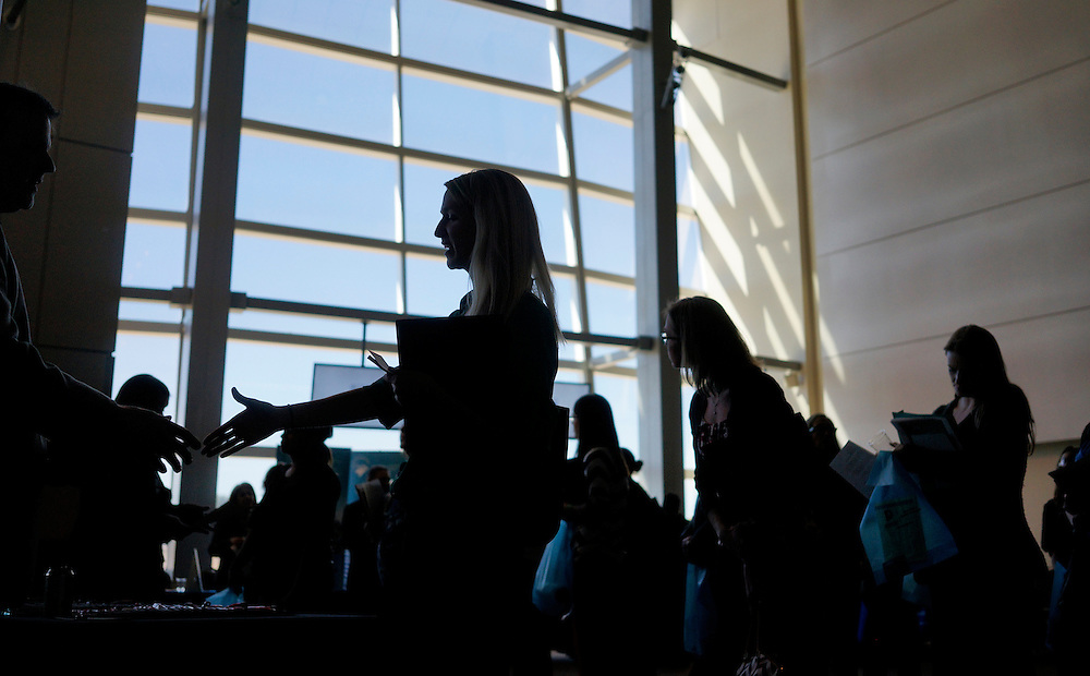 A job seeker shakes hands with a recruiter (L) at the Colorado Hospital Association health care career event in Denver October 13, 2014.  Hundreds of applicants met with several different health care providers with current job openings. REUTERS/Rick Wilking (UNITED STATES)