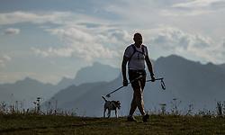 THEMENBILD - Silhouette eines Wanderers mit seinem Hund an einem Spätsommertag am Gaisberg, aufgenommen am 10. September 2018 in Salzburg, Österreich // Silhouette of a hiker with his dog at the Gaisberg, Salzburg, Austria on 2018/05/09. EXPA Pictures © 2018, PhotoCredit: EXPA/ JFK