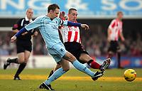 Photo: Frances Leader.<br />Brentford v Chesterfield. Coca Cola League 1. <br />10/12/2005.<br />Chesterfield's captain Mark Allott (L) against Brentford's captain Ricky Newman