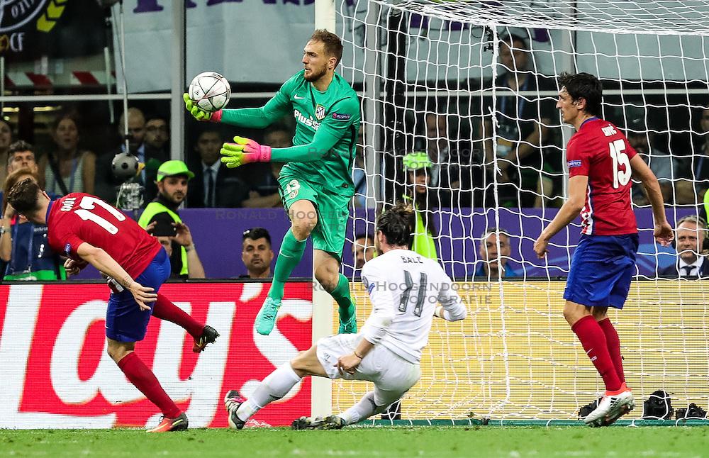 28-05-2016 ITA, UEFA CL Final, Atletico Madrid - Real Madrid, Milaan<br /> Jan Oblak of Atlético vs Gareth Bale of Real Madrid<br /> <br /> ***NETHERLANDS ONLY***