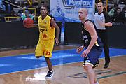 DESCRIZIONE : Verona Lega Basket A2 2011-12 Coppa Italia Tezenis Verona Prima Veroli<br /> GIOCATORE : jason rowe<br /> CATEGORIA : palleggio<br /> SQUADRA : Tezenis Verona Prima Veroli<br /> EVENTO : Campionato Lega A2 2011-2012<br /> GARA : Tezenis Verona Prima Veroli<br /> DATA : 31/10/2011<br /> SPORT : Pallacanestro <br /> AUTORE : Agenzia Ciamillo-Castoria/M.Gregolin<br /> Galleria : Lega Basket A2 2011-2012 <br /> Fotonotizia : Verona Lega Basket A2 2011-12 Coppa Italia Tezenis Verona Prima Veroli<br /> Predefinita :