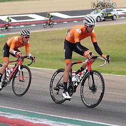 27-09-2020: wielrennen: WK weg mannen: Imola<br /> Pieter Weening, Sam Oomen27-09-2020: wielrennen: WK weg mannen: Imola