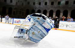 16.09.2012, Amphitheater, Pula, CRO, EBEL, Ice Fever, KHL Medvescak Zagreb vs UPC Vienna Capitals, 04. Runde, im Bild Goalie Helm von Michael Ouzas, (KHL Medvescak Zagreb, #40) am Eis // during the Erste Bank Icehockey League 04th Round match betweeen KHL Medvescak Zagreb and UPC Vienna Capitals at the Amphitheater, Pula, Croatia on 2012/09/16. EXPA Pictures © 2012, PhotoCredit: EXPA/ Pixsell/ Zeljko Lukunic ***** ATTENTION - OUT OF CRO, SRB, MAZ, BIH and POL *****
