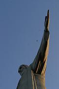 Rio de Janeiro_RJ, Brasil...O Cristo Redentor e um monumento retratando Jesus Cristo, localizado no bairro do Alto da Boa Vista, na cidade do Rio de Janeiro, no estado do Rio de Janeiro, no Brasil. Situa-se no topo do Morro do Corcovado, a 709 metros. A estatua e considerada uma das sete maravilhas do mundo moderno...Christ the Redeemer (Portuguese: Cristo Redentor, standard Brazilian Portuguese) is a statue of Jesus Christ in Rio de Janeiro, Brazil; considered the largest Art Deco statue in the world and the 5th largest statue of Jesus in the world. It  is located at the peak of the 700-metre (2,300 ft) Corcovado mountain. The statue and considered one of the seven wonders of the modern world...Foto: MARCUS DESIMONI /  NITRO