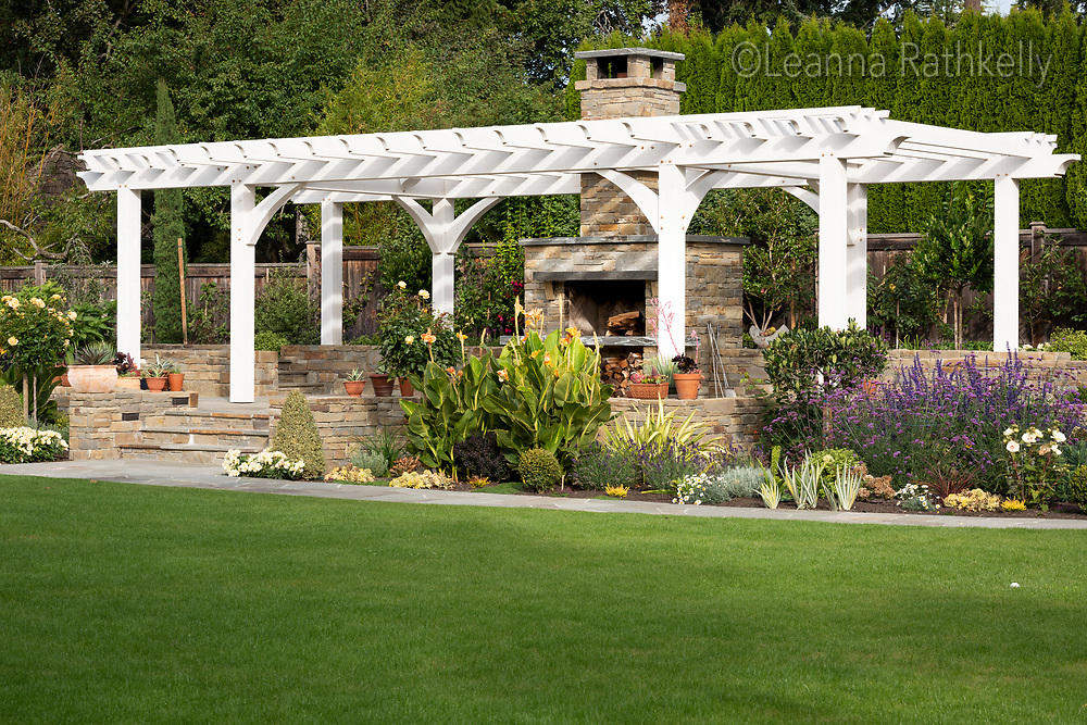 Stonecrest Masonry crafts walkways, patios, fountains and stairs from natural stone.