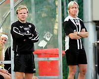 Fotball , 9. september 2006, Toppserien Eliteserien , Røa Idrettsplass . Røa - Arna-Bjørnar , Arna-Bjørnars trener-duo Morten Kalvenes og Reidun Seth Foto: Kasper Wikestad