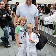 NLD/Haarlem/20120627 - Filmpremiere Ice Age 4, Dennis van der Geest en kinderen Bjorn en Finn